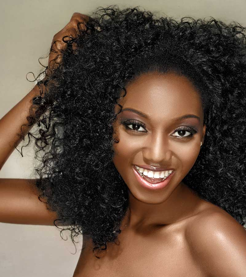 Model with kinky curly hair